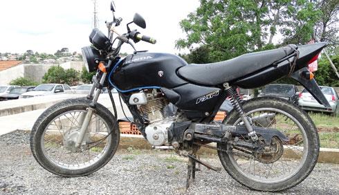 Motocicleta furtada é recuperada na localidade de Guarauninha