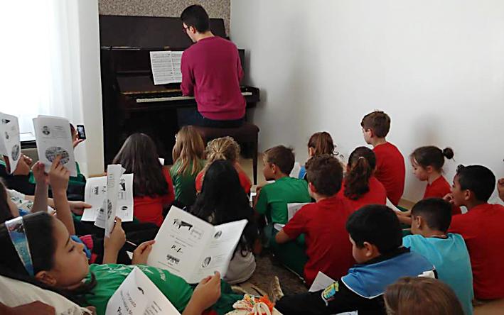 Douglas com alunos Imaculada 1