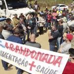 Manifestantes e representantes da prefeitura abrem diálogo para liberar a estrada de Vieiras