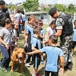 Alunos do Eurides visitam Batalão da PM (2)