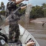Polícia Ambiental_02 Rio Tibagi_Lago_palmeira _ 11-02 (2)