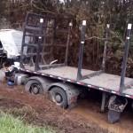 Acidente entre caminhões