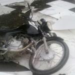 Moto caída na pista