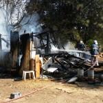 Casa fica totalmente destruída após incêndio no bairro Regina Vitória