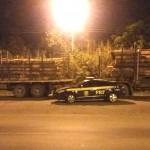 Caminhão carregado com toras em São Mateus do Sul