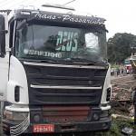 Acidente PR 151 caminhão de toras _5