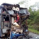 Acidente na PR151 entre ônibus e caminhão _2
