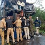 Acidente na PR151 entre ônibus e caminhão _8