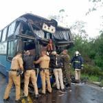 Acidente na PR151 entre ônibus e caminhão _9
