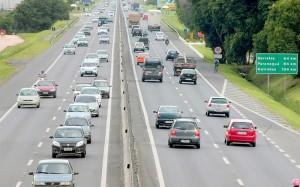 Estradas_ movimento de carros
