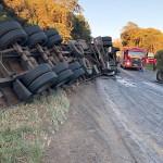 Acidente com dois caminhões na PR 151 na Serrinha em Palmeira_3_ foto WM_2