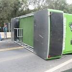 Caminhão tomba na BR 277 em Queimadas_4_foto Web Rádio Palmeira