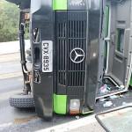 Caminhão tomba na BR 277 em Queimadas_6_foto Web Rádio Palmeira