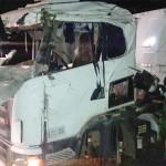 Caminhão tombado na PR 151 em São João do Triunfo_1