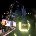 Acidente entre dois caminhões na BR 277 no km 197__2