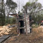 Caminhão carregado de madeira tomba na PR 151 em Coxilhão _São João do Triunfo_8