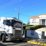 Caminhão bateu na agência do Sicob em Palmeira_foto site Rádio Ipiranga_1