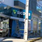 Caminhão bateu na agência do Sicob em Palmeira_foto site Rádio Ipiranga_2
