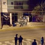 Motorista embriagado bate caminhão na agência do Sicob_foto divulgação