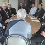prefeito em reunião com representantes do grupo CED Prometheus em 2017 - arquivo - prefeitura