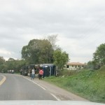 Caminhão que tombou em  Coxilhão do Meio na PR 151__4