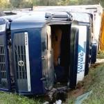 Caminhão que tombou em  Coxilhão do Meio na PR 151__7
