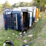 Caminhão que tombou em  Coxilhão do Meio na PR 151__8