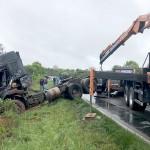 Acidente entre caminhões interdita a PR 151 no sábado_3