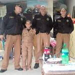 PMs de Witmarsum fazem visita supresa ao menino João Vitor de 8 anos_vertical