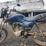 Veículo é roubado e dona do carro é levada como refém e ladrões acabam capotando na PR 151_foto Bruna Camargo_4_e moto é abandonada