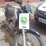 Apreensão de moto suspeita de entrega de maconha na Vila Palmeirinha_2