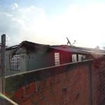 Incêndio em residência no Bairro Regina Vitória_foto Moacir Guchert_7