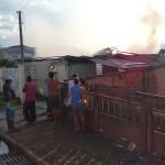 Incêndio em residência no Bairro Regina Vitória_foto Moacir Guchert_9