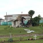 Vândalos ateaim fogo em edificação de medeira em Cemitério_1