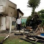 Vândalos ateaim fogo em edificação de medeira em Cemitério_5