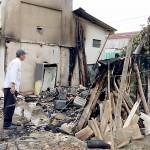 Vândalos ateaim fogo em edificação de medeira em Cemitério_6