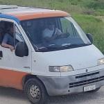 Veículo do município utilizado no descarte irregular de resíduos no Distrito Industrial