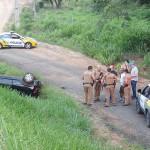 Ação da PM de Palmeira acaba com carro capotado com explosivo dentro, um preso e outro baleado_foto Moacir Guchert_1