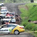 Ação da PM de Palmeira acaba com carro capotado com explosivo dentro, um preso e outro baleado_foto Moacir Guchert_2