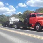 Caminhão carregado de bebidas tomba na PR 151 na àgua Comprida (7)