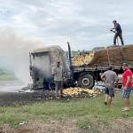 Caminhão carregado de batatas pega fogo na PR 151_2