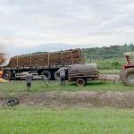 Caminhão carregado de batatas pega fogo na PR 151_4