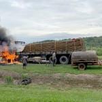 Caminhão carregado de batatas pega fogo na PR 151_5