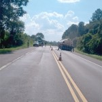 Caminhões batem e 2 mil litros diesel vazam_2