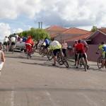 Grupo de Ciclistas Bora Pedalar levou o Papai Noel até as crianças carentes (1)