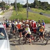 Grupo de Ciclistas Bora Pedalar levou o Papai Noel até as crianças carentes (12)