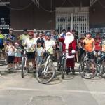Grupo de Ciclistas Bora Pedalar levou o Papai Noel até as crianças carentes (3)