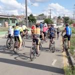 Grupo de Ciclistas Bora Pedalar levou o Papai Noel até as crianças carentes (5)