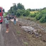 Motorista morre após tombar caminhão na PR 151__1