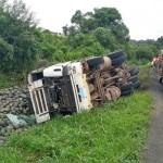 Motorista morre após tombar caminhão na PR 151__3